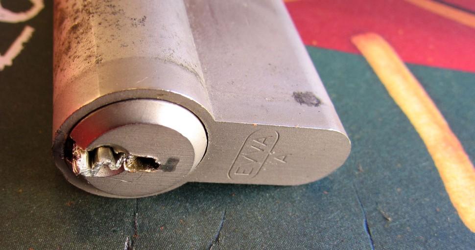 Zalomený klíč ve vložce EVVA