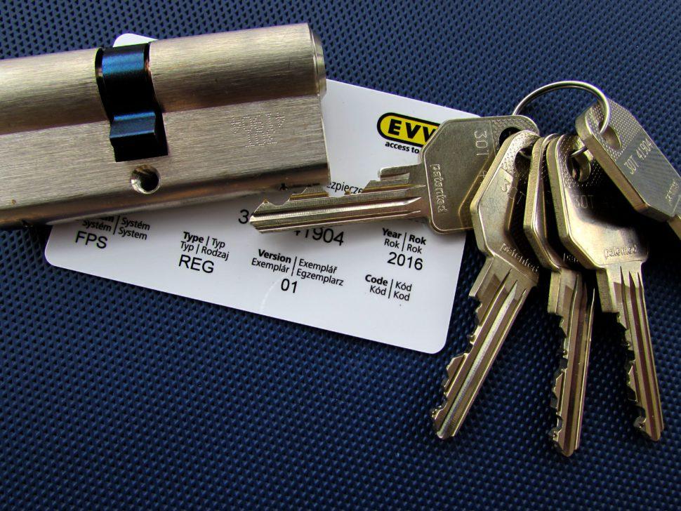 fotogafie vložky EVVA FPS ZP skartou. Takto vypadá naše vložka vreálu....